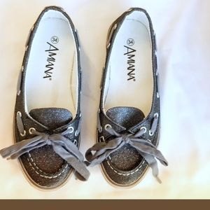 AMIANA PEWTER SPARKLY MOCCASINS. NEW
